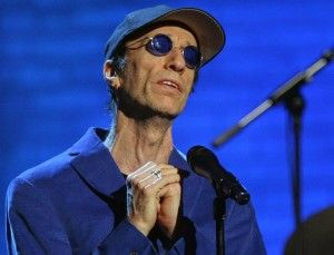 Robin Gibb, ex-integrante do Bee Gees, está internado em Londres