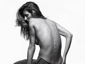 gisele-bunchen-posa-so-de-calca-jeans