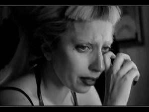 lady-gaga-chora-ao-assistir-documentario-sobre-sua-vida