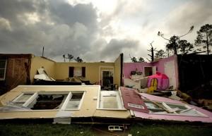 parte-de-uma-casa-apos-tornados