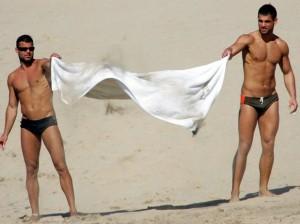 ricky-martin-e-seu-namorado-em-praia-paradisiaca