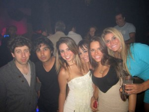 simon-helberg-e-kunal-nayyar-atores-the-big-bang-theory-na-balada