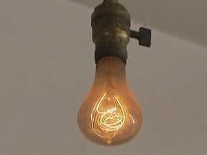 lampada-esta-acesa-a-110-anos-eua