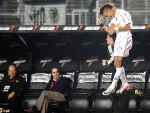 neymar-comemora-gol-contra-penarol-libertadores
