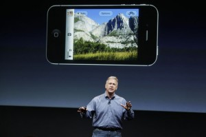 phil-schiller-iphone-4s