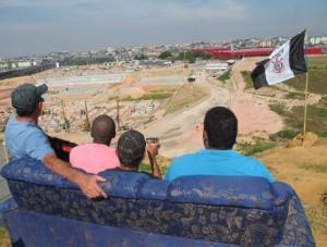 corintianos-fiscalizam-obra-estadio