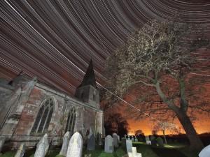 foto-noturna-rastro-da-estacao-espacial-internacional-planeta-jupiter