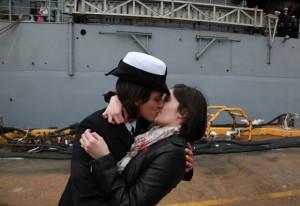 beijo-lebico-oficiais-marinha