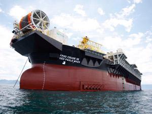 navio-que-causou-vazamento-em-angra