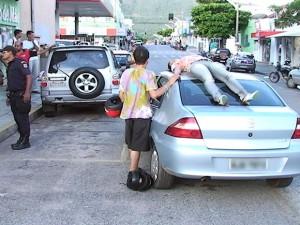 acidente-mulher-carro-mt