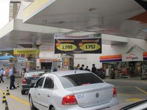 dia-sem-imposto-fila-posto-de-gasolina-sp