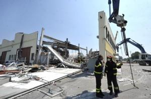 escombros-fabrica-terremoto-italia