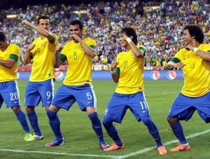 jogadores-selecao-brasileira-comemoram-gol