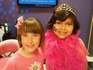 menina-americana-doa-cabelo-a-amiga-com-cancer