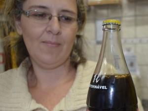 abelha-garrafa-de-refrigerante