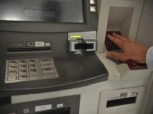 Bancos contratam menos e demitem mais