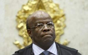 """""""É de chorar de vergonha"""", diz Joaquim Barbosa sobre votação do impeachment"""