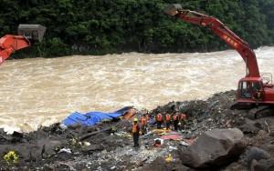 Ao menos 34 morrem em deslizamento de terra em obras de hidrelétrica