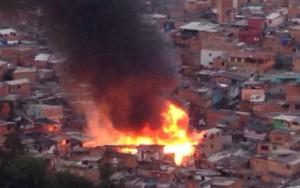 Incêndio atinge a comunidade de Paraisópolis em São Paulo
