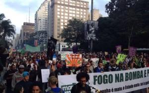 Ato em favor da legalização da maconha lota vão-livre do Masp em São Paulo
