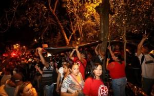 Manifestantes cercam praça vizinha à casa de Michel Temer em São Paulo
