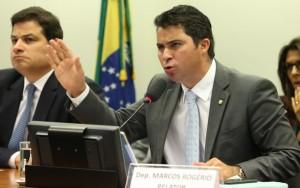 Relator de conselho entrega parecer que pede cassação de mandato de Cunha