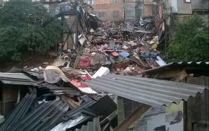 Deslizamento destrói casas e deixa dois feridos em favela na zona sul de SP