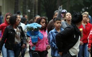 """""""Foi uma covardia o que fizeram"""", diz vizinha de menino morto por PMs em SP"""