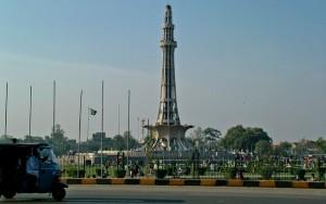 Mãe queima filha viva por se casar sem permissão no Paquistão