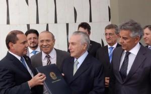 """Temer garante verbas para Saúde e Educação e se defende de """"herança"""" de Dilma"""