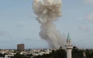 Ataque terrorista deixa ao menos 13 mortos em aeroporto na capital da Somália