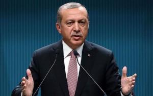 Ataque com carro-bomba deixa três mortos e dezenas de feridos na Turquia