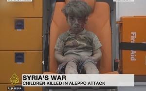 O 'horror de Aleppo' em imagem de menino que sobreviveu a ataque aéreo na Síria