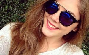 Modelo brasileira de 17 anos é detida por tirar selfie em aeroporto nos EUA
