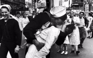 Morre enfermeira símbolo do fim da Segunda Guerra Mundial