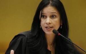 Michel Temer demite chefe da AGU e convida primeira mulher para ministério