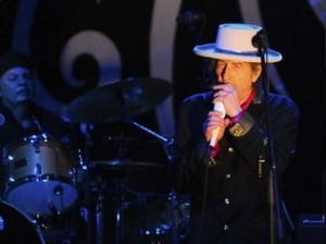 Com Nobel, Bob Dylan se torna maior e mais premiado artista de todos os tempos