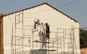 Grafiteiros pintam muros de quartéis do Batalhão de Choque da PM