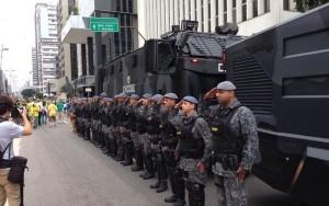 Ato de respeito com a Polícia Militar versus polêmica de Fatima Bernardes