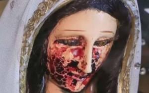 """Estátua da Virgem Maria """"chora sangue"""" e atrai fiéis no México"""