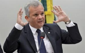 PT deve apoiar ex-ministro de Dilma em disputa pela presidência da Câmara