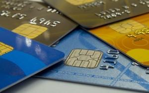 Limite de tempo no rotativo do cartão deve reduzir inadimplência, diz Abecs