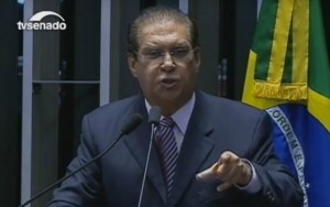 """""""Mídia quer derrubar Michel Temer e colocar FHC"""", diz senador do PMDB"""