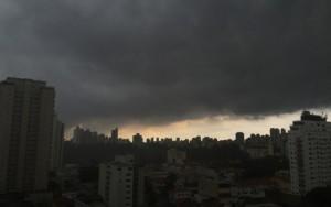 Temporal causa alagamentos em São Paulo