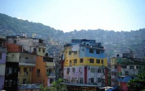 Explosão na Rocinha deixa ao menos dois feridos e assusta comunidade no Rio