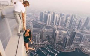 Por 'selfie perfeita', web celebridades se penduram de topo de prédios