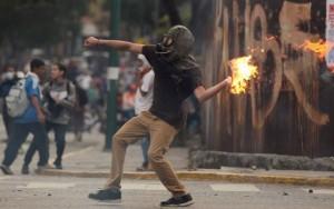 Número de vítimas fatais em protestos na Venezuela chega a 18