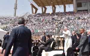 Papa Francisco critica extremismo religioso em cerimônia no Egito