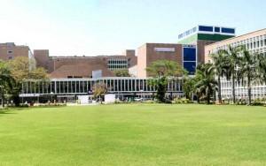 Médicos indianos recebem aulas de artes marciais depois de ataques violentos