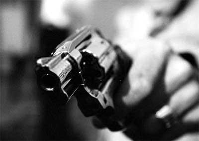Assaltantes rendem vigilante e roubam R$ 4 mil em empresa na BR-040